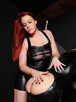 Ass in Latex Porn Pics