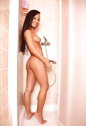 Ass in Shower Porn Pics