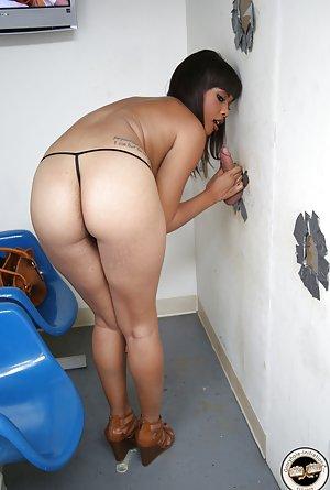 Gloryhole Porn Pics